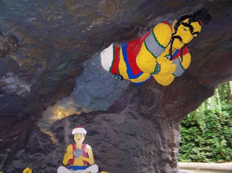 Alladin and his genie...err, jinni....in Lego! Photo: Jerry Daykin, on Flickr
