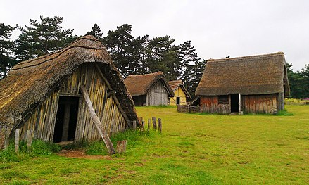 440px-West_Stow_Anglo-Saxon_village_2