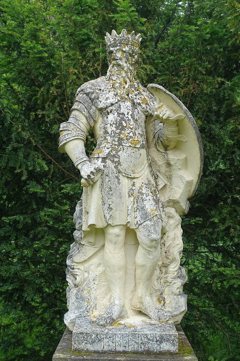 800px-Woden_-_Saxon_Deities,_Stowe_-_Buckinghamshire,_England_-_DSC07908
