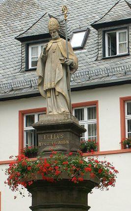 500px-Lullus_statue_hersfeld.jpg